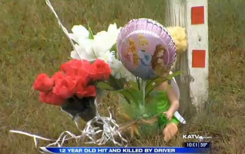 Memorial_Flowers_SchoolBusFatality_Arkansas_102814