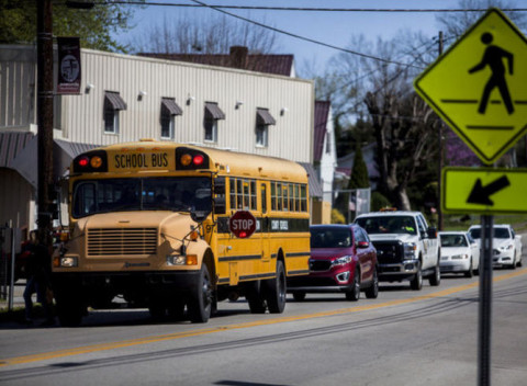 SchoolBus_StopArm_Traffic_EdmonsonCounty_Kentucky_033016