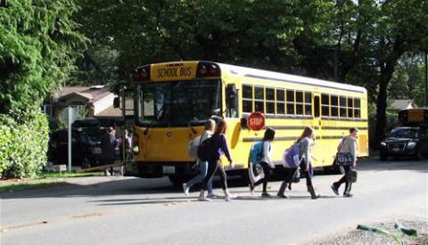 SchoolBus_StudentsDisembark_MercerIsland_Washington_DL042816