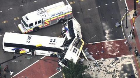 Crash_TwoCommuterBuses_Newark_NewJersey_082016